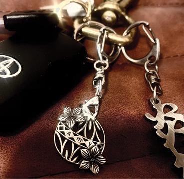 ※オプションのキーホルダーパーツ(¥800)お仕事などで普段ネックレスを付けられない人に!!キーチェーンなど鍵と一緒に付けるのもお勧めです!※傷にはご注意くださいませ。