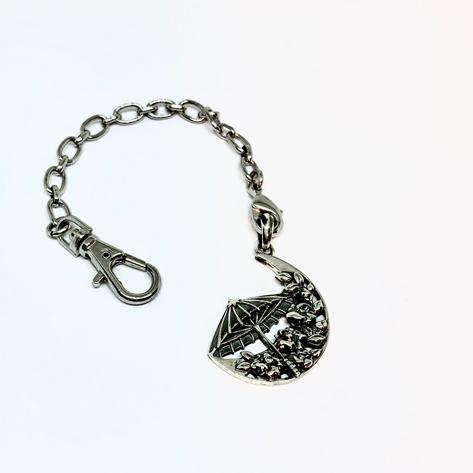 オプション(1,800円)のバッグチャームチェーン。普段ネックレスをつけられない方にお勧めです!